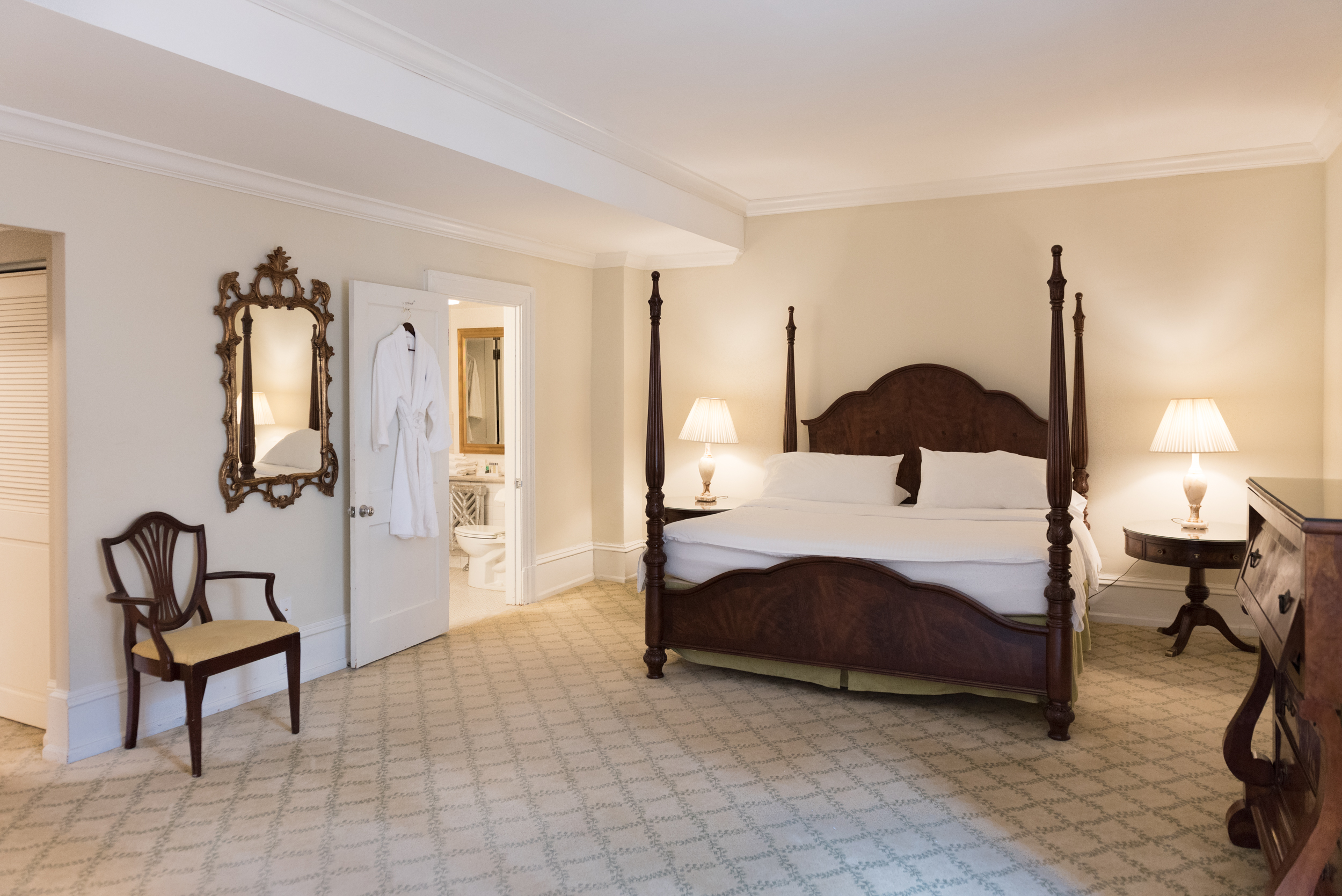 Stupendous Guest Rooms The Racquet Club Of Philadelphia Evergreenethics Interior Chair Design Evergreenethicsorg